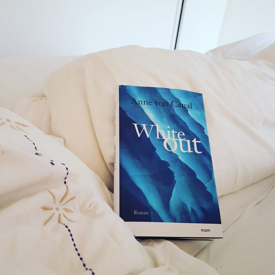 """ White Out"" von Anne von Canal [ Rezension]"