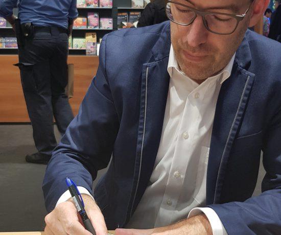 Benjamin Cors signiert